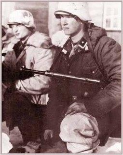 Infantes motorizados Waffen-SS equipadas com pistolas-metralhadoras MP38/40.