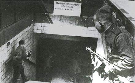 Infantes soviéticos em Berlim, com suas PPSh, maio de 1945.