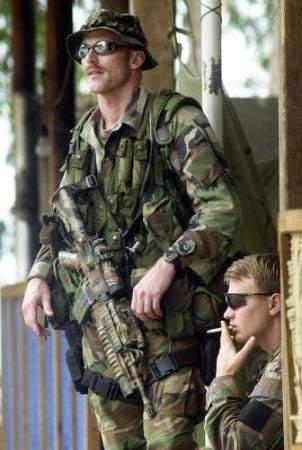 """Forças Especiais, Exército dos EUA, Afeganistão, 2007 - mas pode chamar o simpático de """"Boina Verde""""."""