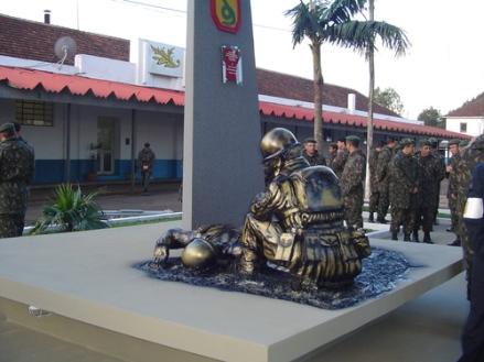 Monumento aos Mortos da 2a Guerra Mundial. Cruz Alta, RS (Foto do STte-Art Artemio Bueno Rosa Jr)